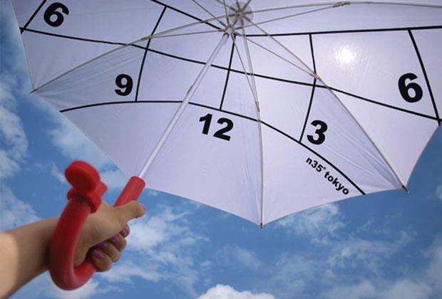 Guarda-Chuva com relógio. É só mirar para o Norte e ver as horas. (Imagem: Reprodução)